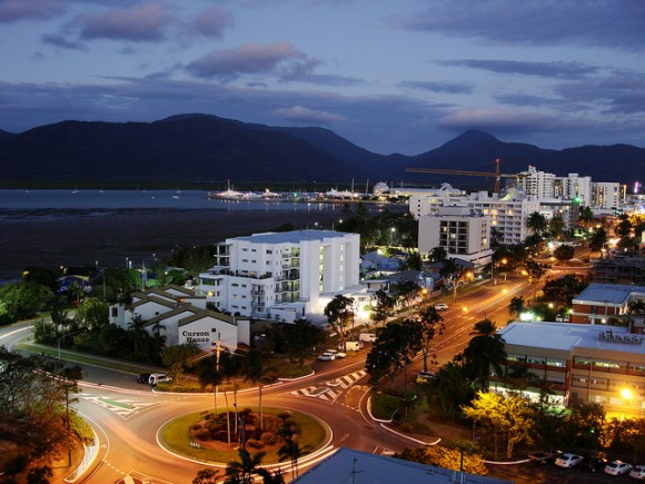 Cairns, Foreshore Promenade by Jorge Lascar (creative commons)