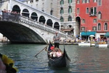 Grand_Canal_-_Rialto_-_Venice_Italy_Venezia_-_Creative_Commons_by_gnuckx
