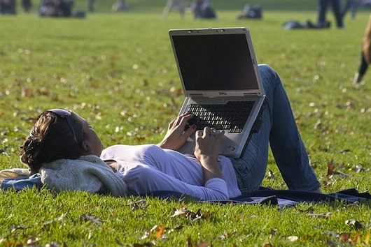 Woman_laptop_1