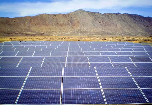 Solar Farm Mountains (Creative Commons)