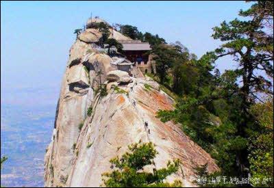 dangerous-mountaintop-restaurant
