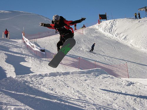 Snowboarding by Cristiano Esclapon (Creative Commons)
