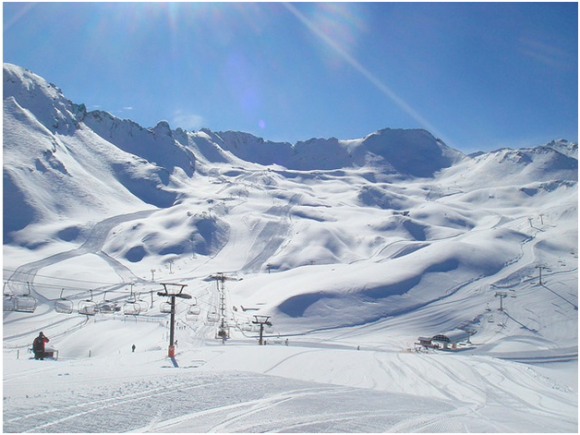 Skiing in France (creative commons)