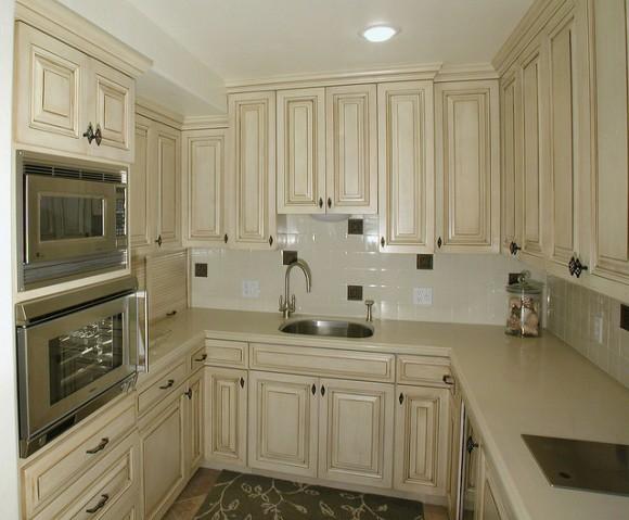 White Small Kitchen (Creative Commons)