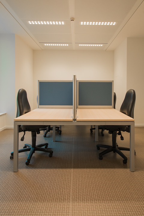 office-945348_960_720