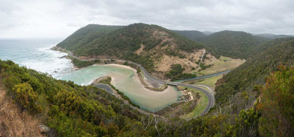 Great_Ocean_Road,_Lorne,_Australia_-_Feb_2012